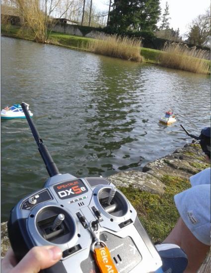 nos jeunes sont concentrés sur leur navigation